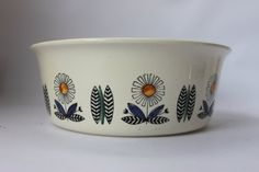 Scandinavian design pottery bowl Norway by MillCottageRetro Pottery Bowls, Uk Shop, Serving Dishes, Scandinavian Design, Norway, Stavanger, Ceramics, Retro, Finland