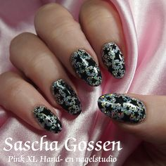 Real rockSTAR nail with CND Shellac Silver Chroom, glitters and stamps. #nailart #naildesign #stamping nailart #stars