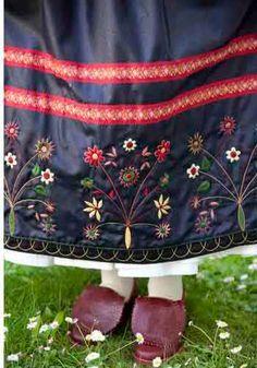 Högtidsdräkt Österåker Folk Costume, Costumes, The Swede, Folk Clothing, Swedish House, Stockholm, Sweden, Scandinavian, Diaper Bag