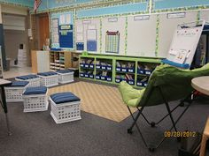 New Adventures in First Grade: Classroom Tour. Uses balls for chairs. Classroom Whiteboard, Classroom Layout, Classroom Organisation, Classroom Design, Classroom Themes, Classroom Libraries, Teacher Organization, Classroom Management, First Grade Classroom