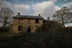 Visited this with Rubex just before xmas last year. Its set in over 100 acres and completely isolated from any roads. Derelict House, Derelict Places, Old Farm Houses, Roads, Acre, Abandoned, Farmhouse, Cabin, Memories
