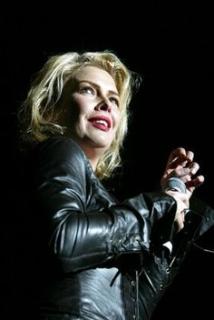 Kim Wilde, Live, Singer