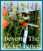 Beyond  The Picket Fence  Under $100 Link Party  9.Juli 2014  , Palettentisch