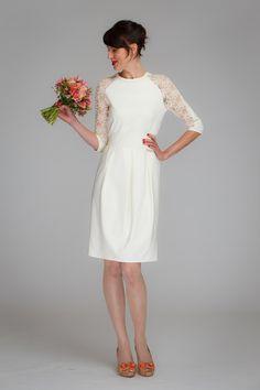 """Wunderschönes, elegantes Kleid für den ganz besonderen Tag!  """"Audrey"""" ist ein cremeweisses Raglankleid aus festerem Jerseystoff. Die 7/8 Ärmeln haben einen Einsatz aus feiner, cremefarbener ..."""