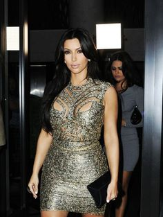 Art Kardashian style-icon-the-kardashians Khloe Kardashian Style, Kardashian Dresses, Kardashian Jenner, Celebrity Fashion Looks, Celebrity Style, Jenner Girls, Jenner Style, Sexy Dresses, Fitted Dresses