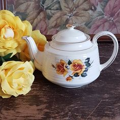 Vintage Sadler Teapot, Yellow Rose, Full Size, 5 Cup Capacity, Horizontal Ribbed, Gold Accents, Ironstone, Made in England, 1940s by ahummingbirdheirloom on Etsy Green Rose, Yellow Roses, Bubble Paper, Fern Frond, Rose Leaves, Holiday Themes, Gold Gilding, Tea Roses, Vintage China