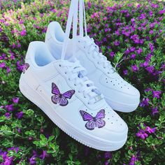 Custom Nike Shoes with beautiful colorful butterflies handmade with love! All Nike Shoes are authentic and brand new with tags ✔️ we sell many more custom shoes on our website. Click the link below 👇🏻 aesthetic shoes Purple butterfly Nike Shoes🦋 Cute Nike Shoes, Cute Sneakers, Sneakers Adidas, Shoes Sneakers, Nike Custom Shoes, Custom Painted Shoes, Shoes Jordans, Shoes Heels, Leather Sneakers