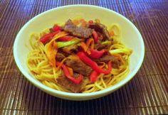Ázsiai marha ragu China Food, Wok, Japchae, Spaghetti, Meat, Ethnic Recipes, Chinese Food, Noodle