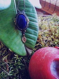 Mira este artículo en mi tienda de Etsy: https://www.etsy.com/es/listing/528444817/lapislazuli-pendant-natural-stone