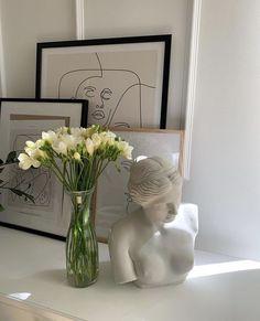 Room Ideas Bedroom, Bedroom Decor, Rooms Ideas, Minimalist Room, Aesthetic Room Decor, Decoration, Instagram, Home Decor, White Tulips