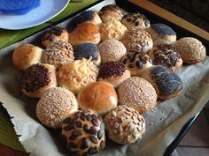Snacks Für Party, Bengel, Muffin, Breakfast, Birthday, Cooking Recipes, Cherry, Brunch Ideas, Dough Bowl