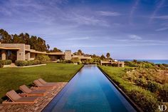 THIS POOL --- Modern Exterior by Denise Kuriger and Scott Mitchell in Malibu, California California Style, California Homes, Malibu California, Modern Exterior, Interior Exterior, Interior Design, Scott Mitchell, Malibu Homes, Modern Pools