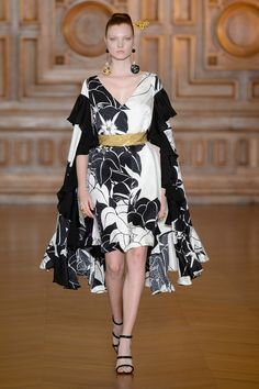 Yumi Katsura Fall 2017 Couture Fashion Show - The Impression Fashion Week, World Of Fashion, Love Fashion, Fashion Show, Paris Fashion, Style Haute Couture, Couture Fashion, Most Expensive Wedding Dress, Collection Couture