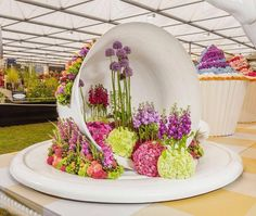 INTERFLORA STAND RHS CHELSEA FLOWER SHOW 2015 ALICE IN WONDERLAND