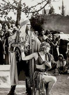 julia-loves-bette-davis:  Rudolph Valentino & Vilma Bánky │ The Son of the Sheik, 1926