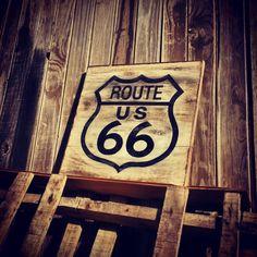 Cartel Ruta 66 pintado a mano en madera reciclada