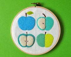 Blue green apples wall hanging...  Adorno de manzanas para la pared...