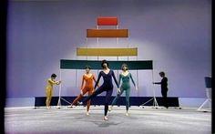 """La exposición """"Merce Cunningham: Common Time"""", retrospectiva organizada y presentada simultáneamente por el Walker Art Center y el Museo de Arte Contemporáneo de Chicago (MCA), muestra esa esencia en la obra de Cunningham a través de varios proyectos multidisciplinarios."""