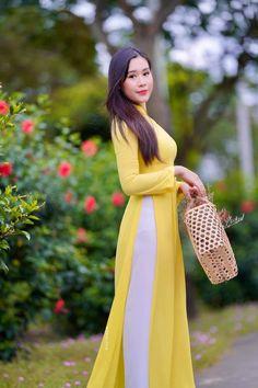 Vietnamese Traditional Dress, Traditional Dresses, Fashion, Moda, Fashion Styles, Fashion Illustrations