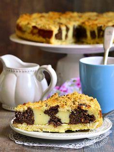 Il Crumble di crema e cioccolato senza burro è un dolce molto gustoso che prende il nome dalle briciole sulla sua superficie, il crumble!