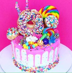 My birthday is coming up on January and I'm sooo craving birthday cake now! This cake is amaze balls! Torta Candy, Candy Cakes, Cupcake Cakes, Donut Cakes, Candy Birthday Cakes, Donut Birthday Parties, Girl Birthday Cakes, Sweet Birthday Cake, Glitter Birthday Cake