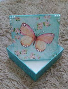 Wooden Jewelry Boxes, Jewellery Boxes, Wooden Boxes, Decoupage Box, Decoupage Vintage, Wood Crafts, Diy And Crafts, Diy Resin Art, Pretty Box