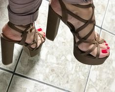 Nice Toes, Pretty Toes, Beautiful Toes, Brown Heels, Shoe Art, Hot Shoes, Sexy High Heels, Red Nails, Chunky Heels