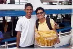 Jovem que vendida banana frita passa em medicina: superação