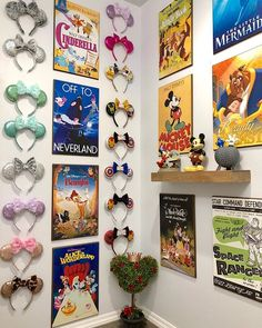 What's your favorite Disney movie? Your favorite room to decorate? We'd love to hear below! This gorgeous ear and poster wall belongs to… Disney Playroom, Disney Dorm, Casa Disney, Deco Disney, Disney Theme, Disney House, Frozen Poster, Diy Poster, Poster Wall