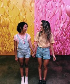 little brown girl Carly And Erin, Liza Koshy And David Dobrik, Kristen Mcatee, Scotty Sire, Vlog Squad, Best Friend Goals, Bff Goals, Squad Goals, Brown Girl