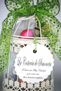 Jaula decorativa con dulces. La Cestería de Simoneta. Birdcage gift.