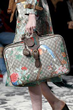 Gucci Spring 2016 Ready-to-Wear Fashion Show - Viola