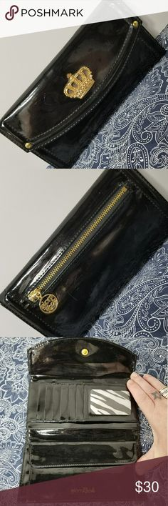 """GLAM ROCK  Black Patent I'D + 5Add'l Slots Brand: Glam Rock  Item: *Black Patent with Gold Hardware *You Get One Pouch that Runs the Width and Closes with a Snap *1 I'D Clear Case for I'D *5 Additional Slots for Cards *2 Full Length Slots Behind Main Slots *All Pickets are Zebra Print  *One Large Zipper Pouch on Back for Change *Measures - 7.5""""w x 3.75""""h  *no trades, offers via the offer button only"""" Glam Rock Bags Wallets"""