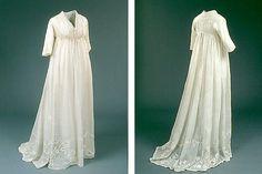 Hvid brudekjole, chemisekjole, ca. 1797Lang, folderig kjole i netteldug, tyndt, hvidt stof, med højt liv.
