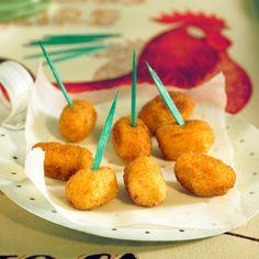 Découvrez la recette Croquettes de poulet à l'espagnole sur cuisineactuelle.fr.