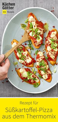 Sweet Potato Pizza Tonno I Recipe for the Thermomix - Great low carb recipe for sweet potato pizza with tuna. Pizza Recipes, My Recipes, Low Carb Recipes, Sweet Potato Pizza, Sweet Potato Recipes, Vegan Appetizers, Appetizers For Party, Wild Garlic Pesto, Vegan Pesto