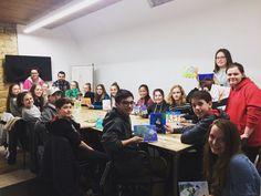 MYCOWORK BEAUBOURG ce #weekend nous avons eu le plaisir d'accueillir les élèves #canadiens du collège saint-bernard de #quebec ! Après une visite au #Louvres, #atelier #peinture en #salledereunion ! www.mycowork.fr #ouvertleweekend #paris #coworkingplace #coworkingspace #coworkingcafe #coworking