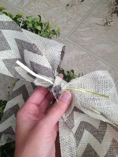 Easy Garland Wreath - The 15 Minute, 15 Dollar Wreath Boxwood Wreath Diy, Diy Wreath, Burlap Wreath, Wreath Ideas, Door Wreaths, Christmas Crafts For Gifts, Craft Gifts, Christmas Wreaths, Christmas Decorations