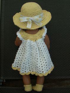 gehaakte jurk, onderbroek, poncho, sokjes en hoed. Zelfgemaakt. Knitting Dolls Clothes, Doll Clothes Patterns, Doll Patterns, Crochet Clothes, Clothing Patterns, Knitting Patterns, Crochet Patterns, Crochet Hats, Baby Born Clothes