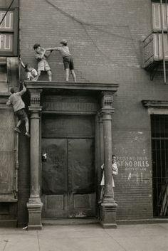 Helen Levitt. New York, circa 1940