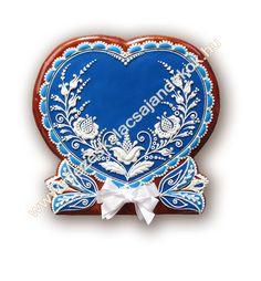 Mézeskalács ajándék minden alkalomra - Köszönetajándék - Reklámajándék - Wedding gifts - Wedding favors - Royal icing -   www.mezeskalacsajandekok.hu  www.mezeskalacsajandekok.blogspot.hu/ Heart Cookies, Iced Cookies, Cute Cookies, Royal Icing Cookies, Cupcake Cookies, Cupcakes, Valentines Day Cookies, Valentine Heart, Mini Cookie Cutters