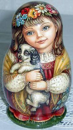 As matryoshkas desta artista italiana são muito lindas, porém fogem das originais. De qualquer forma vale à pena conferir.