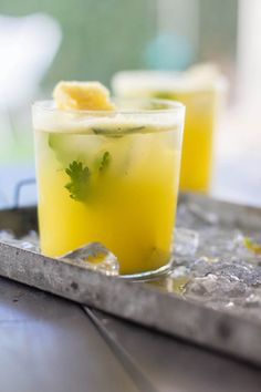 Pineapple and Cilantro Moscow Mule recipe by @beardandbonnet {www.beardandbonnet.com} #drinkthesummer