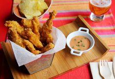Crispy chicken fingers  / Pollo crujiente Te enseñamos a preparar unas deliciosas tiras de pechuga de pollo con un rebozado extracrujiente hecho con patatas fritas de bolsa.