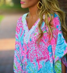 So colorful :) pair with white jeans! By Southern Charm. Born & raised in a summer haze..
