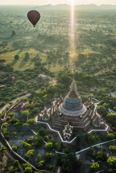 Photo Sunrise over Bagan, Myanmar par Axel Flasbarth on Bagan, Sacred Architecture, Scenic Photography, Places To See, Travel Photos, Tourism, Sunrise, Beautiful Places, Around The Worlds