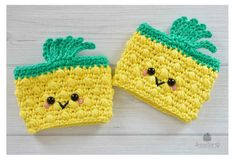 Pineapple crochet cup and mug cozies - Jennifer Q Crochet Coffee Cozy, Crochet Cozy, Crochet Mittens, Crochet Gifts, Cute Crochet, Crochet Yarn, Crochet Things, Irish Crochet, Crochet Doilies