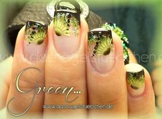 Airbrush Nails in den Farben grün und schwarz