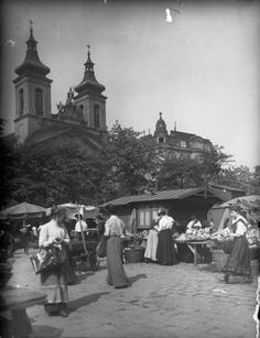 1917, Rochusmarkt und Rochuskirche, Wien 3 Old Pictures, Old Photos, Extraordinary People, World Cultures, Hungary, Black And White Photography, Old World, Dolores Park, The Past