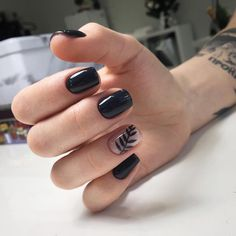 Nail art is a very popular trend these days and every woman you meet seems to have beautiful nails. It used to be that women would just go get a manicure or pedicure to get their nails trimmed and shaped with just a few coats of plain nail polish. Cute Black Nails, Gray Nails, Cute Nails, Black Nail Art, Black Manicure, Black Nails Short, Nail Manicure, Minimalist Nails, Black Nail Designs